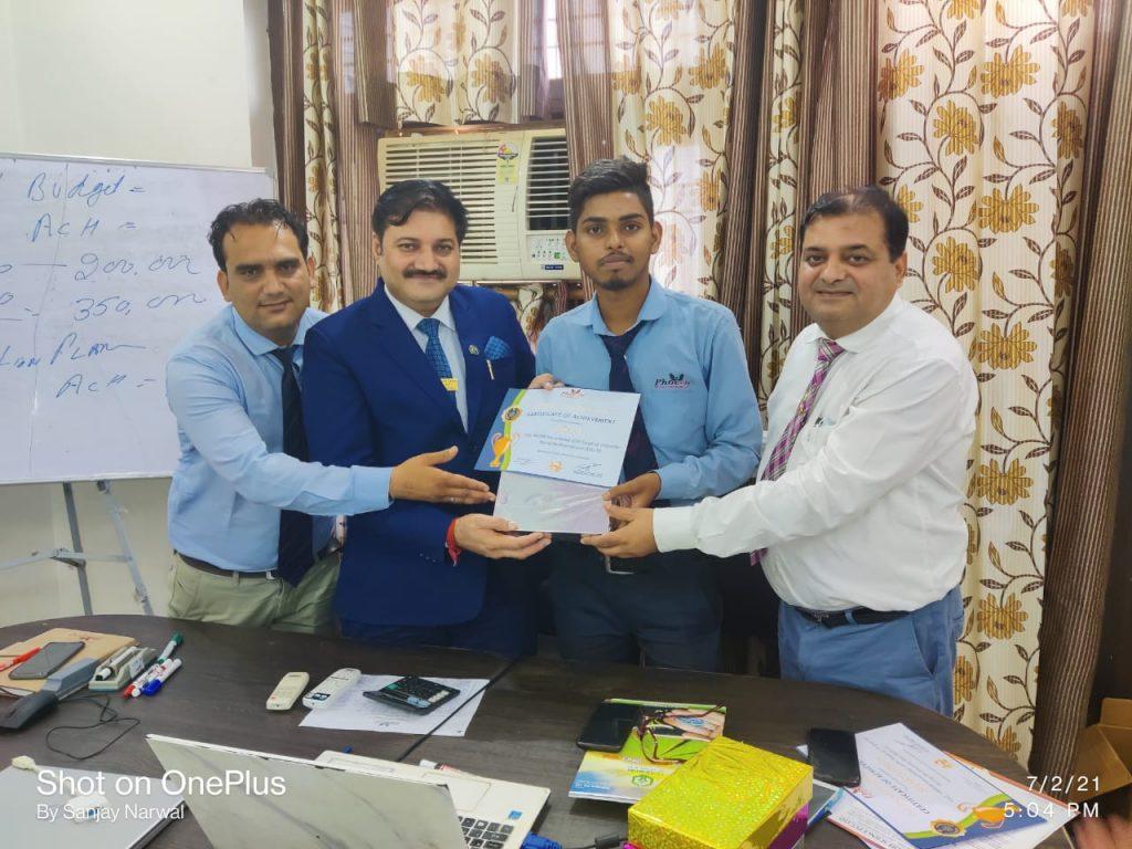 Chetan Achiever awarded by FM Mahesh Sharma and Company Managing Director Sanjay Narwal - Phoenix life science pvt ltd