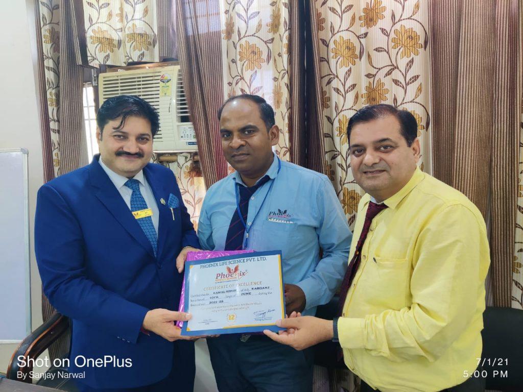 Kamal Singh from kashganj - appreciated by Shashi Shekhar Upadhyay and Mr. Sanjay Narwal, Managing Director Phoenix Life Science Pvt. Ltd.