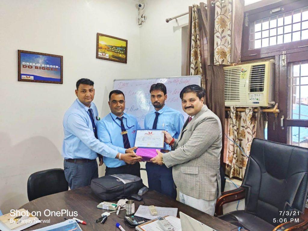 Mahipal Singh - Nagaur - achiever appreciated by managing Director Sanjay Narwal Phoenix life science a veterinary medicine company
