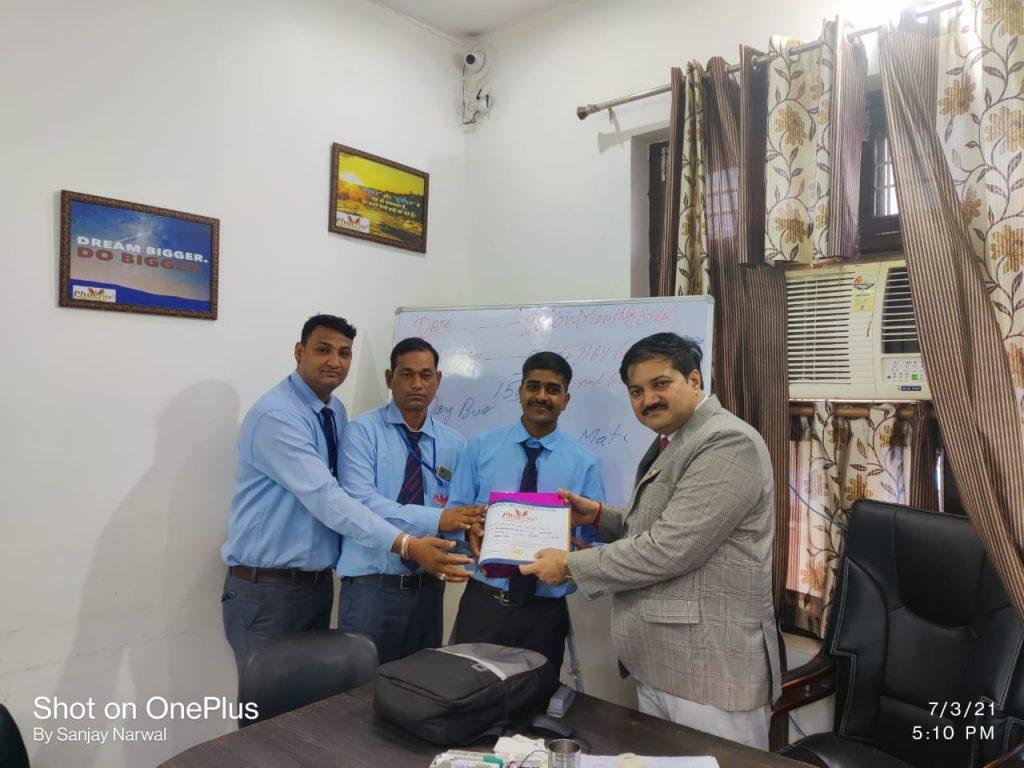 Manish Kumar - Sikar- Achiever -With Managing Director Phoenix Life Science Pvt Ltd