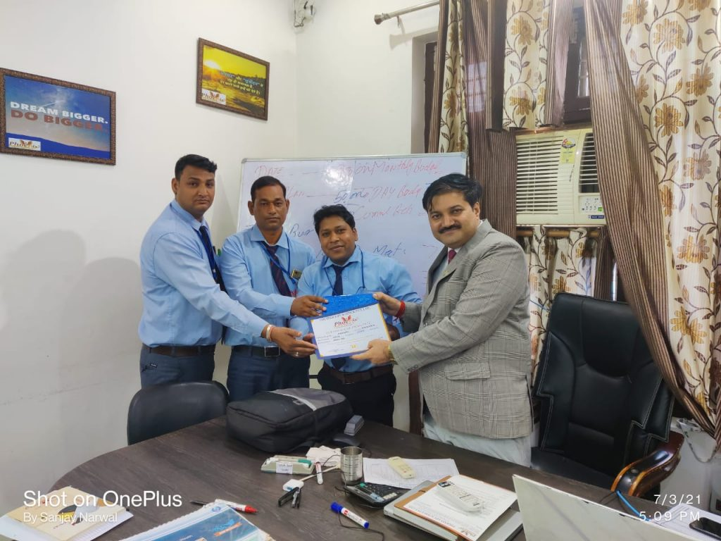 Naresh kumar - Chirawa Awarded By RamAvtar Field Manager, Yogesh Sharma RSM and Sanjay Narwal managing director Phoenix Life Science Pvt Ltd