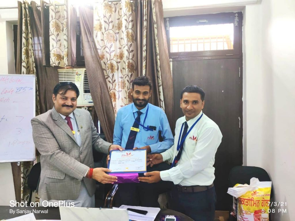 Pradeep Kumar - Kotputli- awarded by FM Karan Shekhawat and MANAGING DIRECTOR - PHOENIX LIFE SCIENCE VETERINARY MEDICINE COMPANY