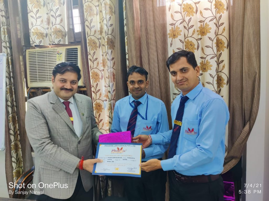 Rohtash Singh - Tohana - awarded by Fm Vinod Sharma and Managing Director Sanjay Narwal - Phoenix Life Science Pvt Ltd