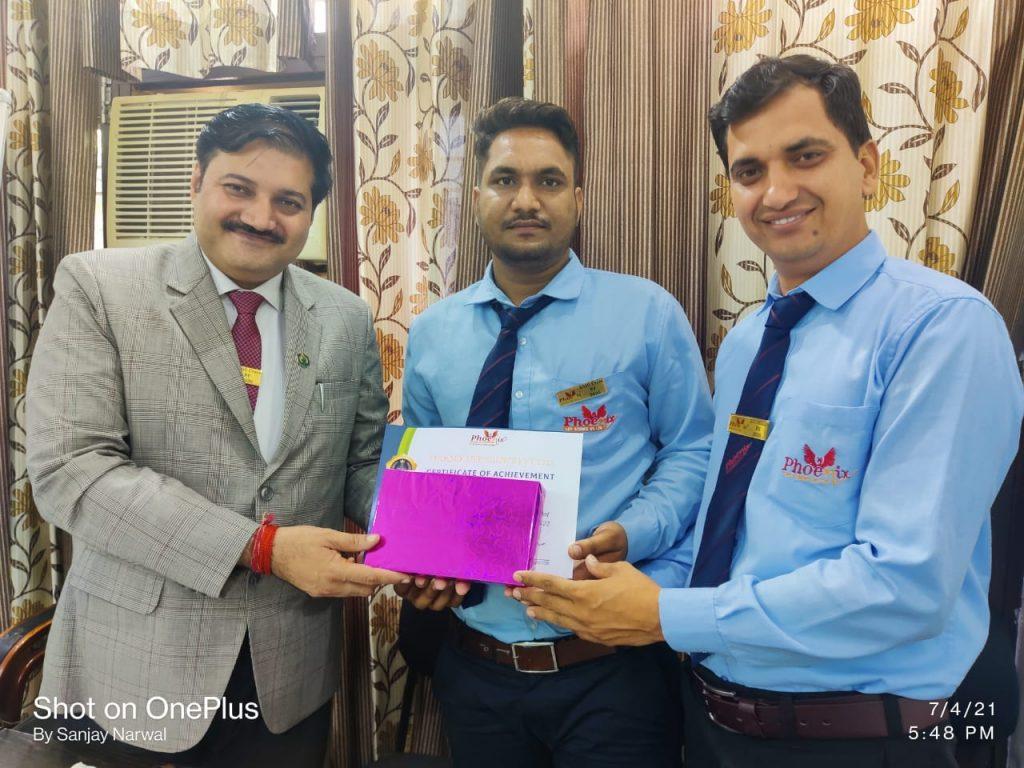 Sachin Kumar - kaithal - awarded by FM Vinod Sharma and Mr. Sanjay Narwal, Managing Director Phoenix Life Science Pvt. Ltd.