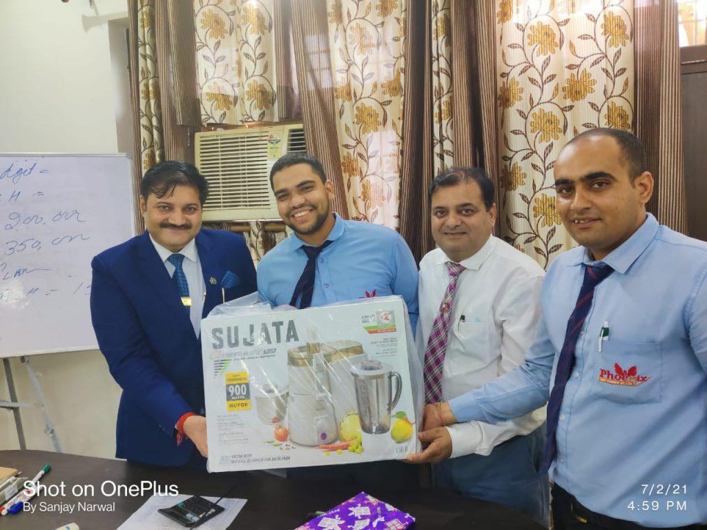 Sagar Singh - palwal - Achiever Awarded by fm Jayant Sangwan and managing Director Sanjay Narwal, Country Head Shashi Shekhar Upadhyay - Phoenix Life Science Pvt Ltd