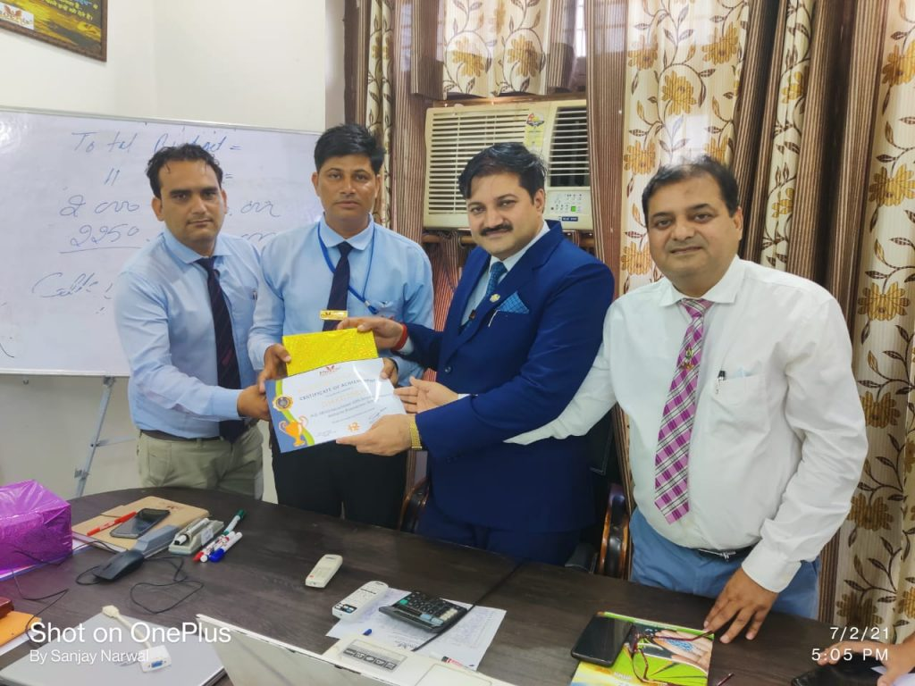 Shakti Singh - Hisar - Achiever awarded by FM Mahesh Sharma and Managing Director Sanjay Narwa, Shashi Shekhar Upadhyay - Phoenix Life Science Pvt Ltd