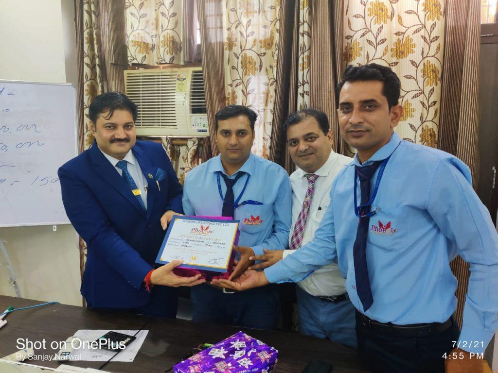 Vikash Duhan - Sonipat - achiever awarded by narender Kumar Manager, Shashi Shekhar Upadhyay and Mr. Sanjay Narwal,Managing Director Phoenix Life Science Pvt Ltd