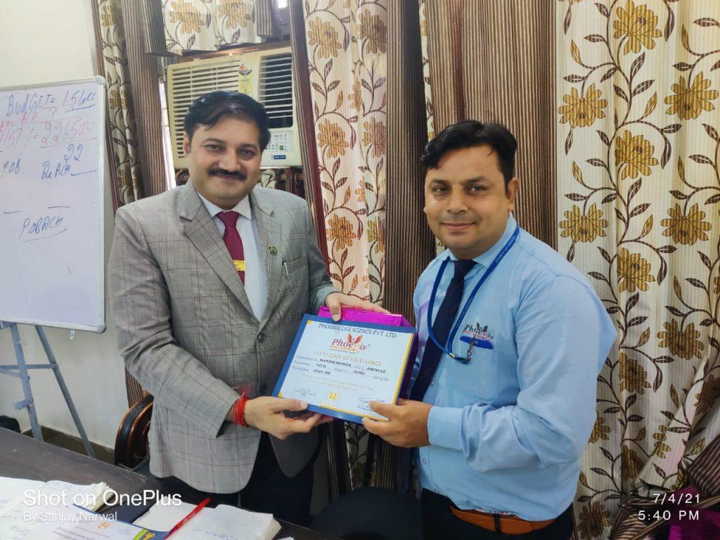 Manish Monga - Abohar - Awarded by Sanjay Narwal Phoenix Life Science Pvt. Ltd.