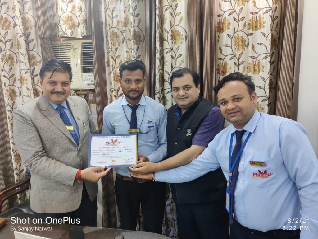 Jaskaran mansa, punjab achiever awarded by country head Dr. Shashi Shekhar Upadhyay and managing director Dr. Sanjay Narwal Managing Director, Phoenix Life Science Pvt ltd
