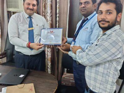 KAMAL SINGH KASGANJ ACHIEVER AWARDED BY DR. DAULAT SHEKHAWAT AND DR. SANJAY NARWAL, MD, PHOENIX LIFE SCIENCE PVT LTD