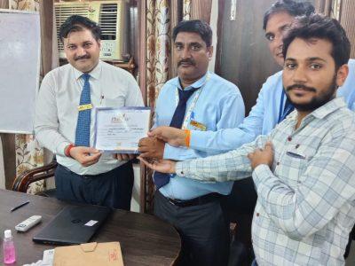 PARDEEP PANDEY - VARANASI achiever with Dr. Daulat Shekhawat And Dr. Sanjay Narwal MD, Phoenix Life Science Pvt. Ltd.