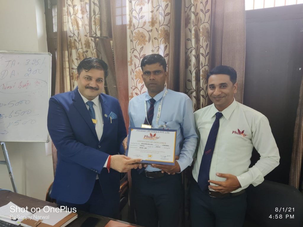 Shankar lal Chomu awarded by FM Karan Singh and Dr. Sanjay Narwal, MD, Phoenix Life Science Pvt. Ltd. , July 2021
